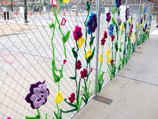 Чем украсить забор своими руками