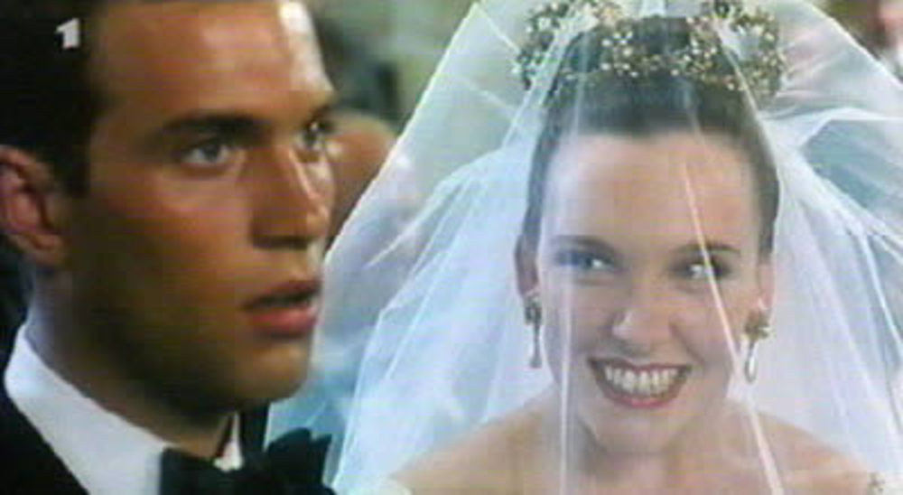 muriels wedding - essays