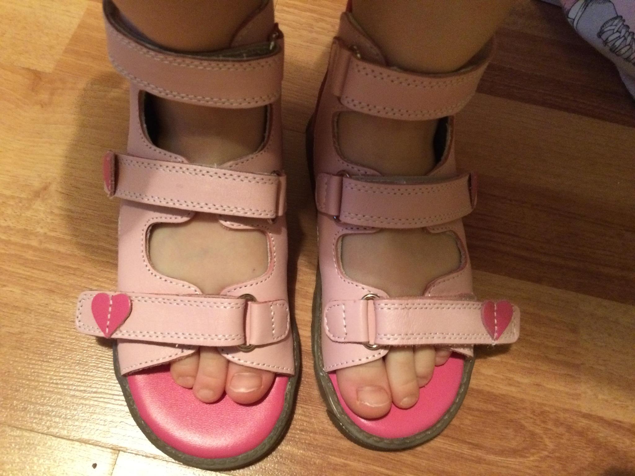 af4e787fe Про меньший размер продавец сказала, что нам их месяца на три хватит.  Единственное - большие пальцы на ногах у дочки длинные. Какие выбирать?