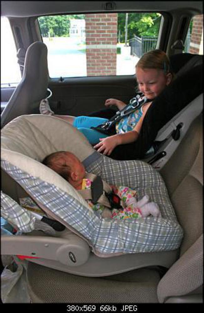 Как сажать ребенка в автокресло вперед 720