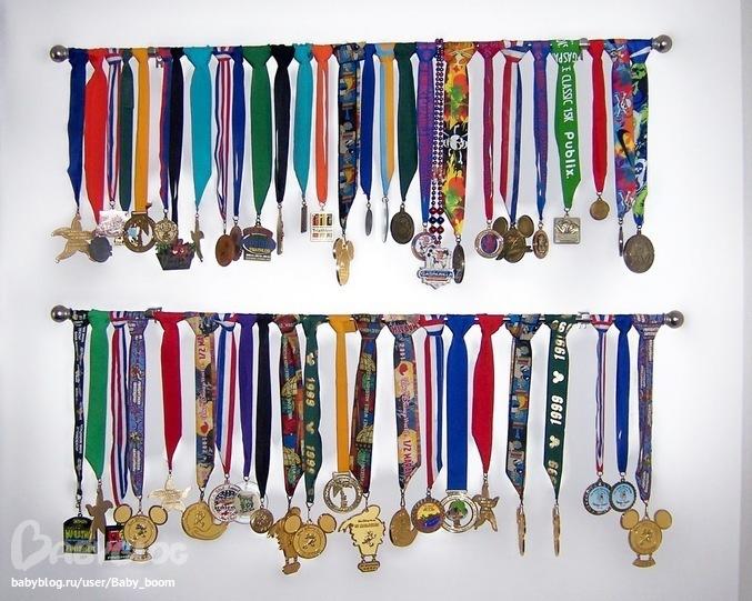 Как сделать полочку своими руками для грамот медалей