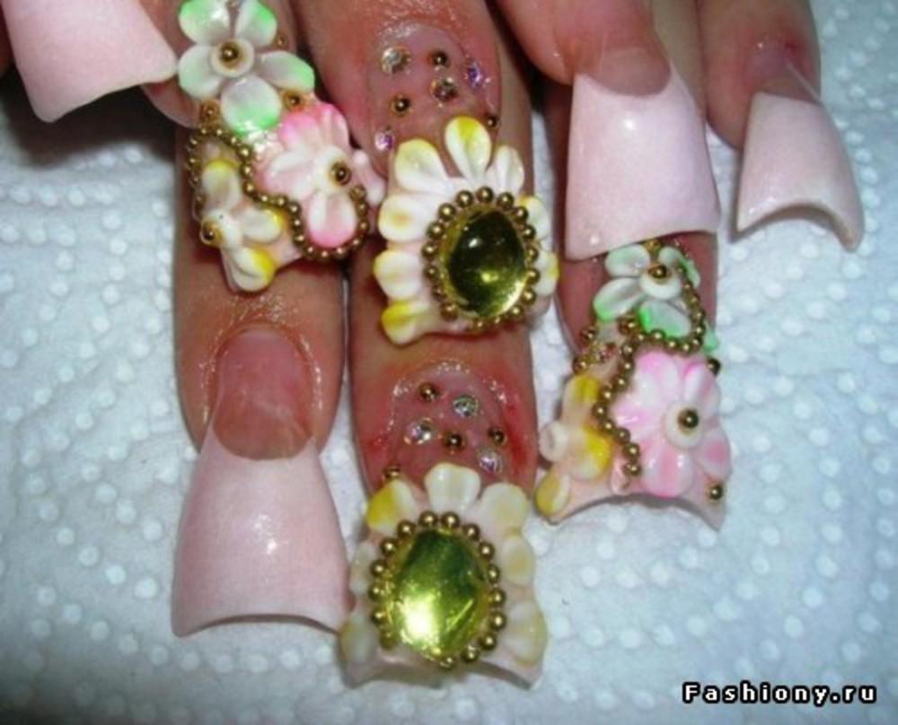 Накрасить ногти для привлечения любви
