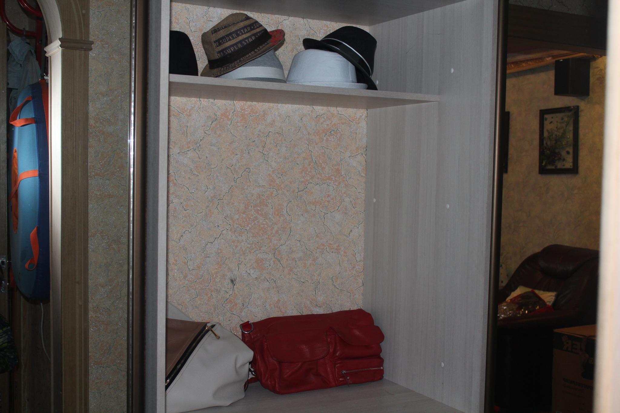 Секс с мамой дома в шкафу