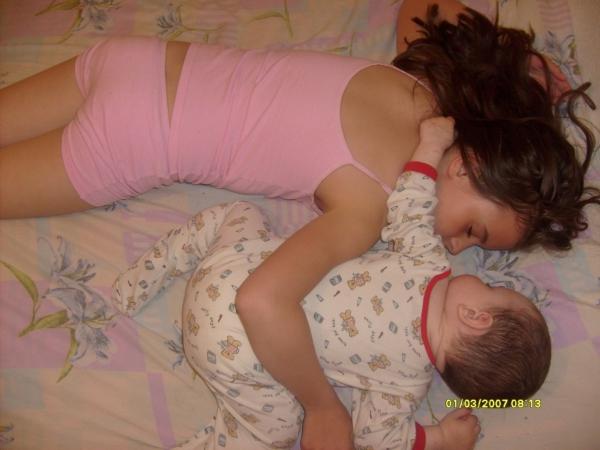 Пацан трахает спящую мать