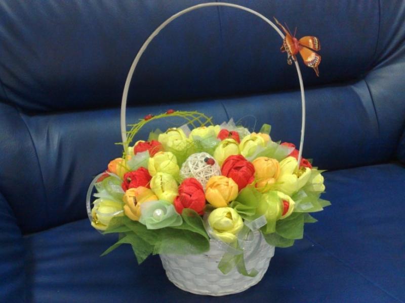 Поделки корзины из цветов с конфетами