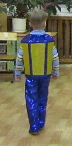 Как сделать костюм фонарика для мальчика своими руками